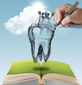Hand drawn Tooth and Crown — Stock Photo