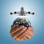 Letadlo airbus a globus — Stock fotografie