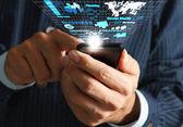 Main de l'homme d'affaires utiliser de téléphone portable, le streaming ne entreprise virtuelle — Photo