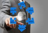 бизнес человек руку, указывая на решения, решить проблему диаграмма — Стоковое фото