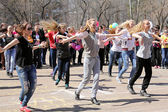 Flashmob in the school yard — Stock Photo