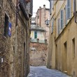 Narrow ancient street in siena — Stock Photo