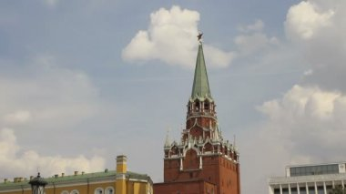 Troitskaya Tower of Moscow Kremlin, Timelapse — Stock Video