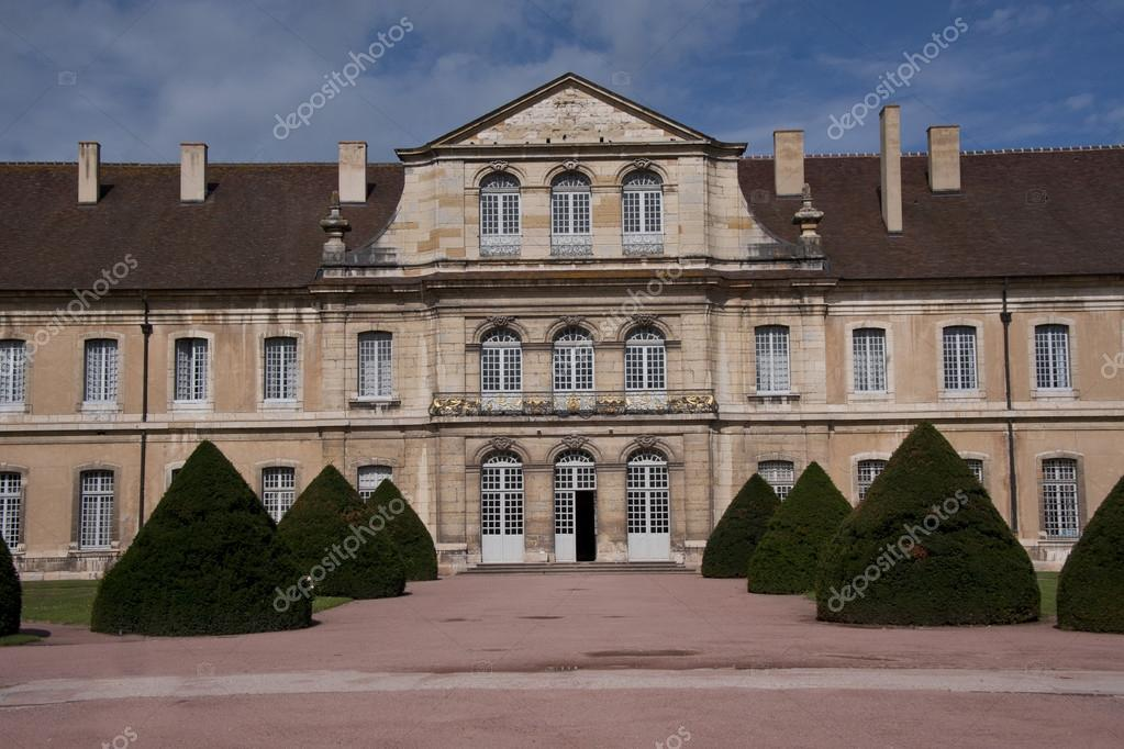 Facade of a building in the complex of the benedectine abbey of cluny in burgundy — Stock Photo #13261250