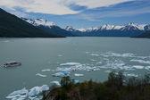 Iceberg floating on the Lake Argentino — Stock Photo