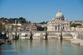 Saint Peter seen from the Tiber — Stock Photo
