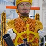 MENTON, FRANCE - 2 MARCH 2014 - Citrus float representing Captain Nemo during the Carnival Parade of the Lemon Festival in Menton. — Stock Photo #42059697