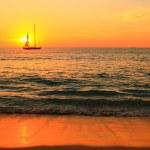 plachetnice při západu slunce — Stock fotografie
