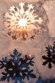 Flocons de neige sur la fenêtre — Photo