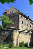 Part of a wall of the castle of Nuremberg with building — Stock Photo