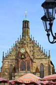 Church of Nuremberg with street lamp — Stock Photo