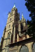Vista a la torre de la catedral de nuermbrgo — Foto de Stock