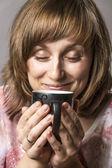 Mujer disfrutando de té — Foto de Stock