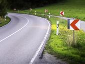 Tehlikeli yol eğrisi — Stok fotoğraf