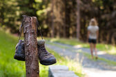 Abandoned hiking shoes — Stock Photo