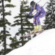 Young woman ski down a mountain slope — Stock Photo