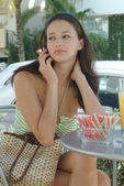 A young woman on the phone sitting in a cafe — Stock Photo
