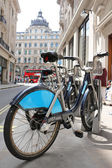 LONDON - June 3: Hiring station of bicycles in the city of london — Stock Photo