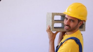 Confident builder or bricklayer — Stock Video