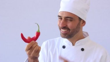 Chef with red hot chili pepper — Stockvideo
