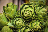 Pile of fresh artichokes — Stock Photo