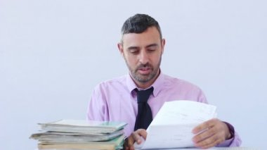 Exhausted businessman asleep at his desk — Stock Video