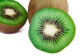 Kiwi verde fresco em branco — Fotografia Stock