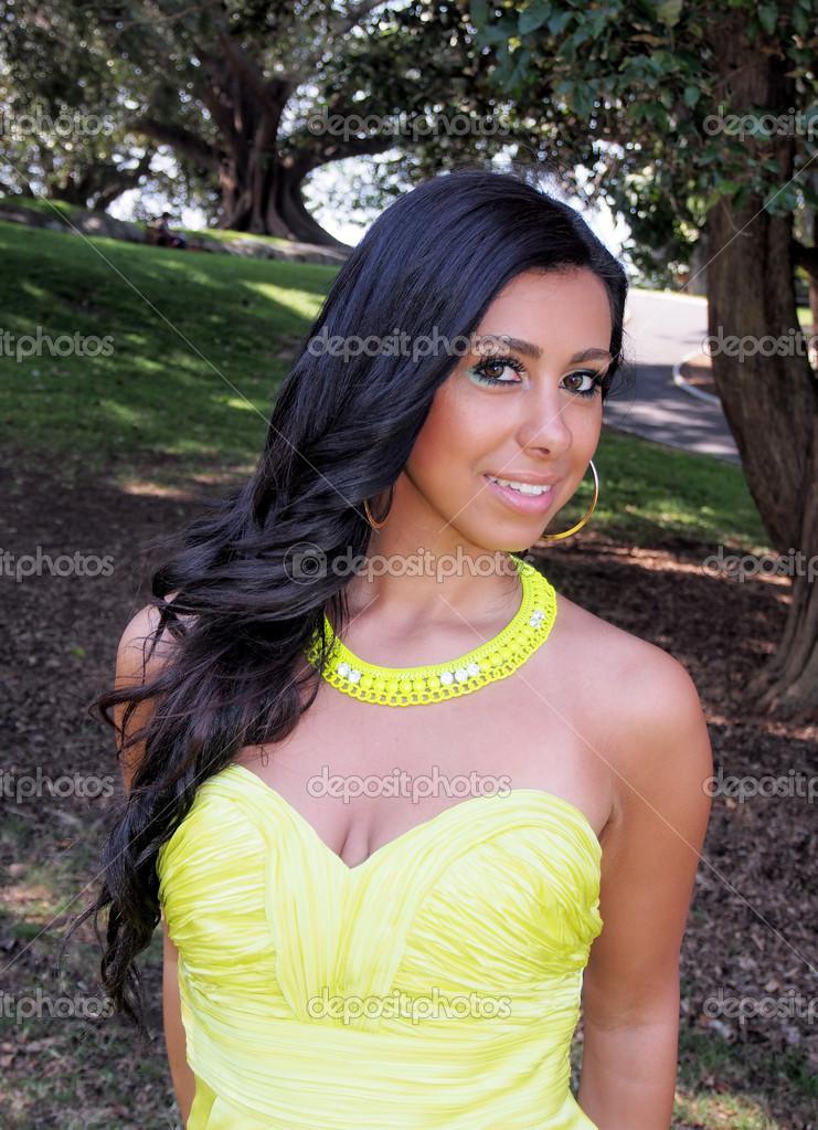 Persische Frau — Stockfoto © Lesleo123 #14430135