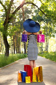 Chica joven con las compras — Foto de Stock