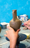 Potter carving pattern on Ceramics — Stockfoto