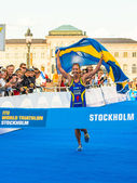 Stockholm - Lisa Norden at the finish line, Swedish flag - ITU W — Zdjęcie stockowe