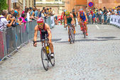 STOCKHOLM - AUG, 24: Cyclists passing by in theMens ITU World Tr — Stockfoto