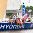 Sailboat Hyundai close to shore with crew — Stock Photo