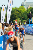STOCKHOLM - AUG, 24: A group of female cyclist with Emmie Charayron and Natalie Milne in from after the transition from the swimming in the Womens ITU World Triathlon Series event — Stock Photo