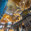 ISTANBUL - NOV 20: Tourists visit Hagia Sophia museum, renovatio — Foto Stock