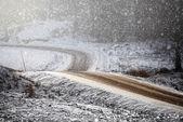 Curved and windy frosty dirt road — Zdjęcie stockowe