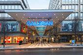 Gallerian 入口处建于上世纪 70 年代,是一个购物中心,自那时以来已被复制的概念 — 图库照片