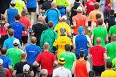 Bir grup koşucu asics stockho başladıktan sonra ermesinin — Stok fotoğraf