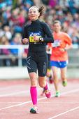 γυναίκα που τρέχει την τελική ευθεία, στο στάδιο της στοκχόλμης — 图库照片
