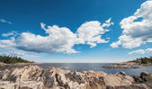 Baltic rocky coastline with a cloudy sky during summer — Stock Photo