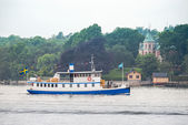 Old Steamship with passengers trafficking the Stockholm archipel — Stock Photo