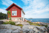 Albert Engstroms seaside cabin with the sea and coast — Stock Photo