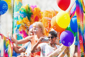 A float with happy persons blowing bubbles — Stock Photo