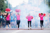 Warm up with pom poms in the Midnight Run for children Lilla Mid — Stok fotoğraf