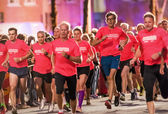 Closeup of runners in one of the many groups of the Midnight Run — Stock Photo