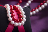 White and Red Pearl Necklace — Stock Photo