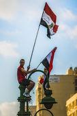 Человек с египетской флаги — Стоковое фото