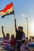 Ativista egípcia com bandeira egípcia — Foto Stock