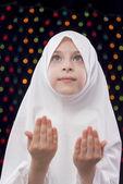 Menina muçulmana que reza — Fotografia Stock