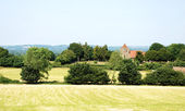 Rural landscape with historic church in Kent, England — Stock Photo